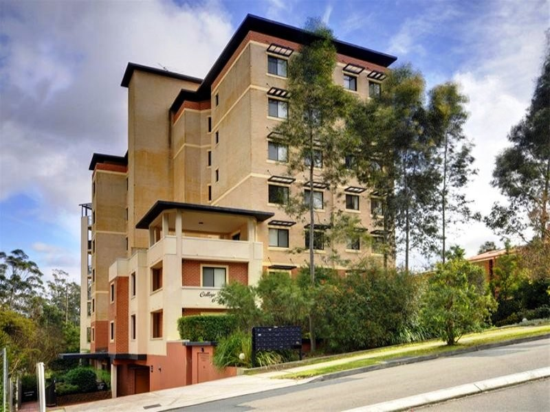 21/6-8 College Crs, Hornsby