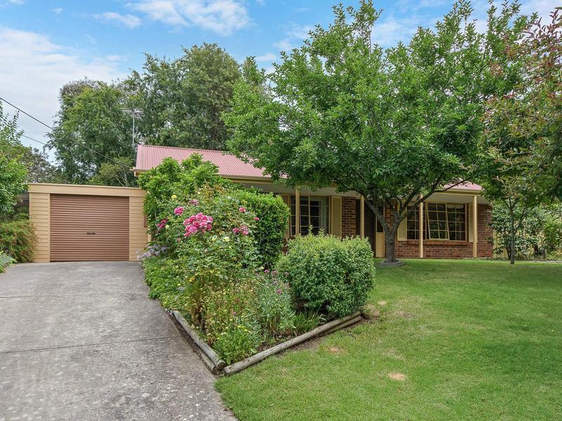 17 Maurice Road, Mount Barker, SA 5251