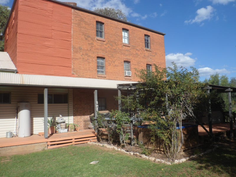 2 Mill St, Canowindra, NSW 2804