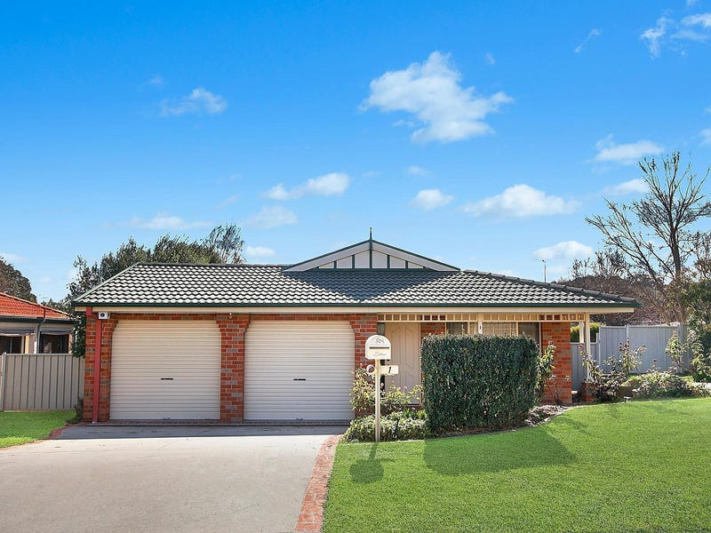 1 Thomas Royal Gardens, Queanbeyan East, NSW 2620