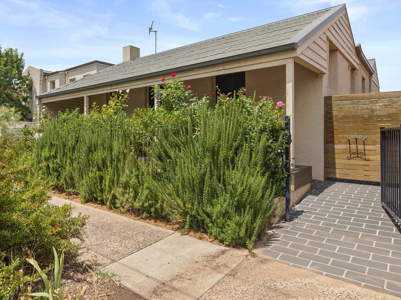 15/33 Macquoid Street, Queanbeyan East, NSW 2620