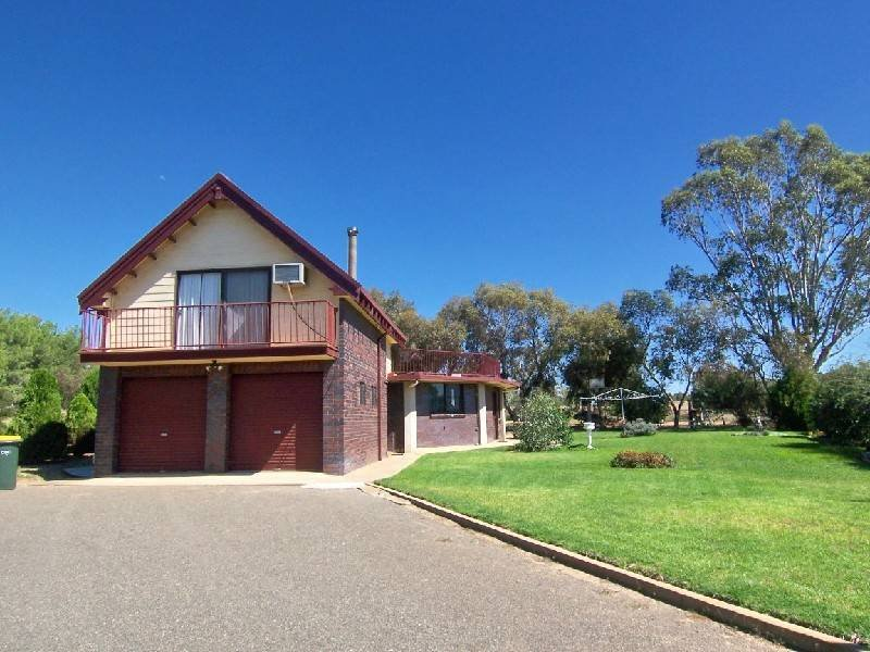 2 BLAND STREET, Wallendbeen, NSW 2588