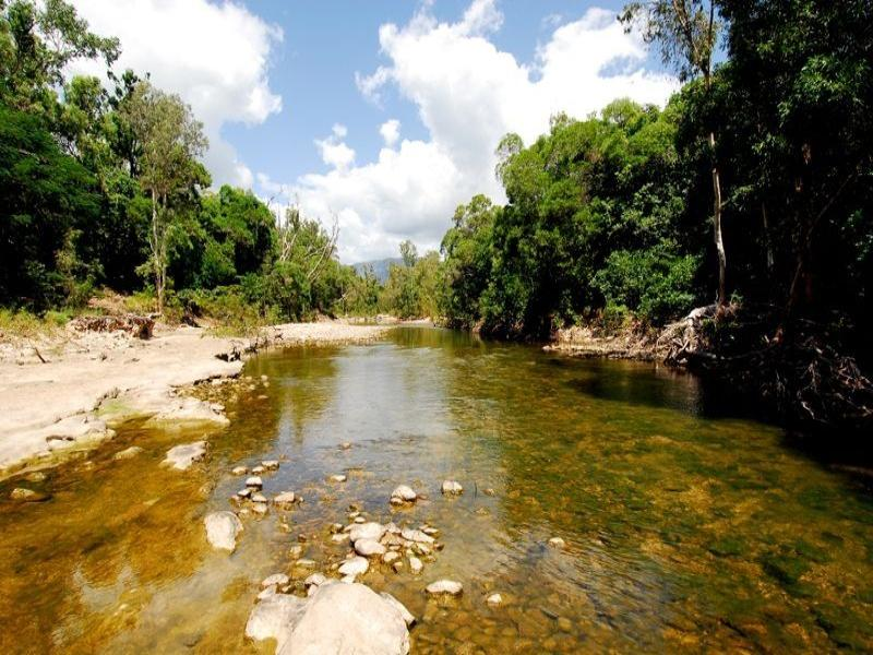 102 Balgal Beach Road, Townsville City, Qld 4810