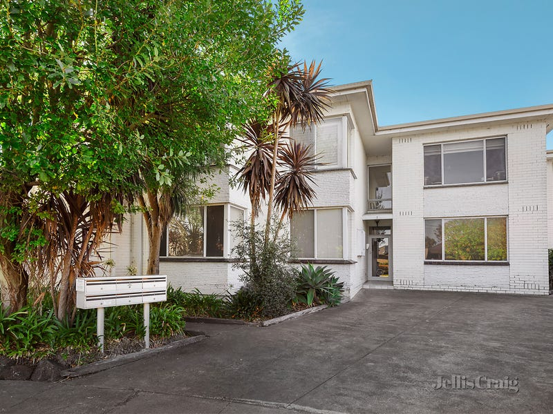 2/1 Omeo Court, Bentleigh East, Vic 3165