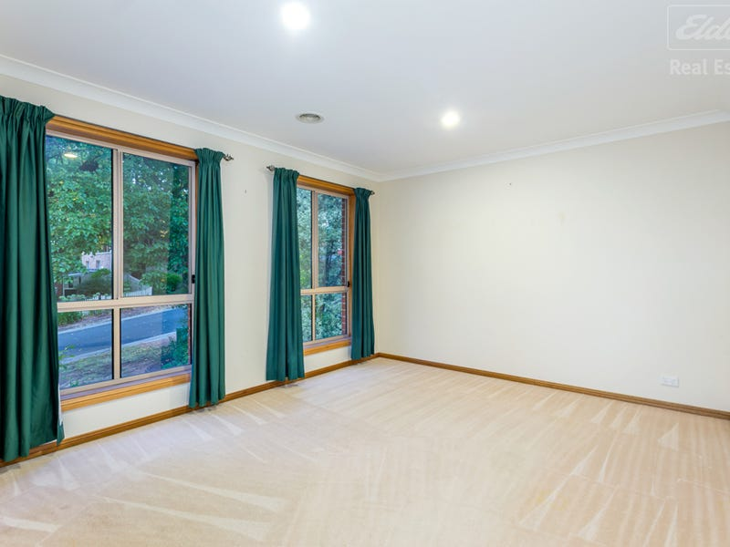 4 English Grove, Jerrabomberra, NSW 2619