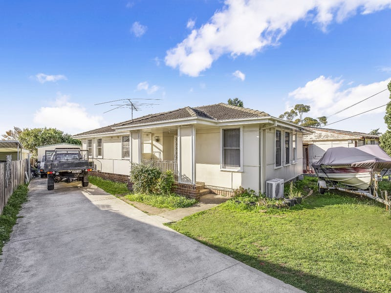 11 Dunrossil Ave, Casula, NSW 2170