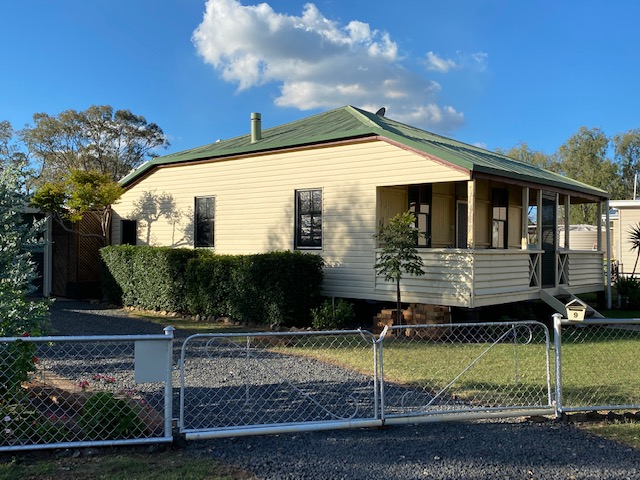 9 Daly Street, Quinalow, Qld 4403