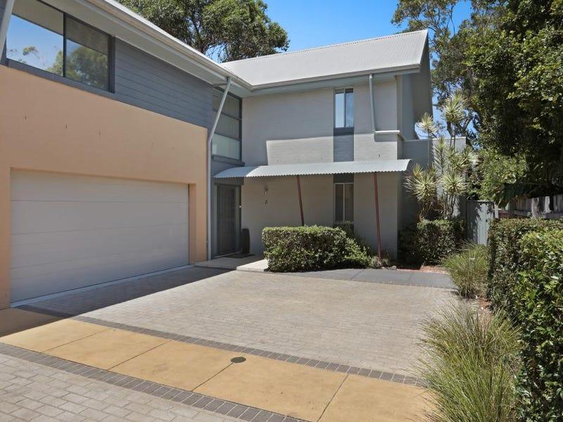 2/12 Russell Street, Hawks Nest, NSW 2324