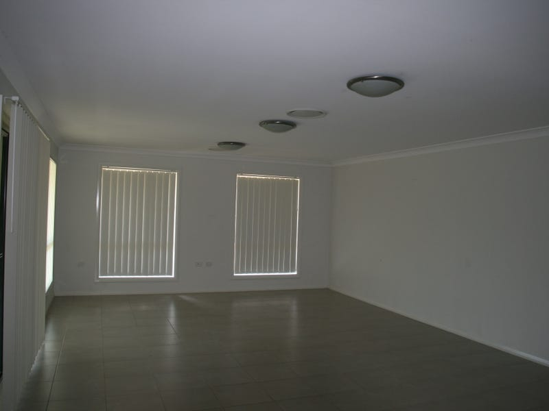 33 Cypress Pines Drive, Miles, Qld 4415