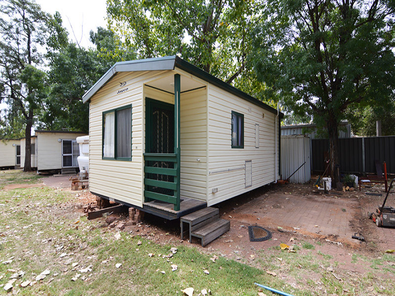 Cabin 56 Coachmans Tourist Park, 2163 Fifteenth Street, Irymple, Vic 3498