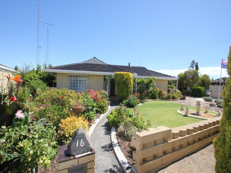 16 Hughes Avenue, Moonta Bay, SA 5558
