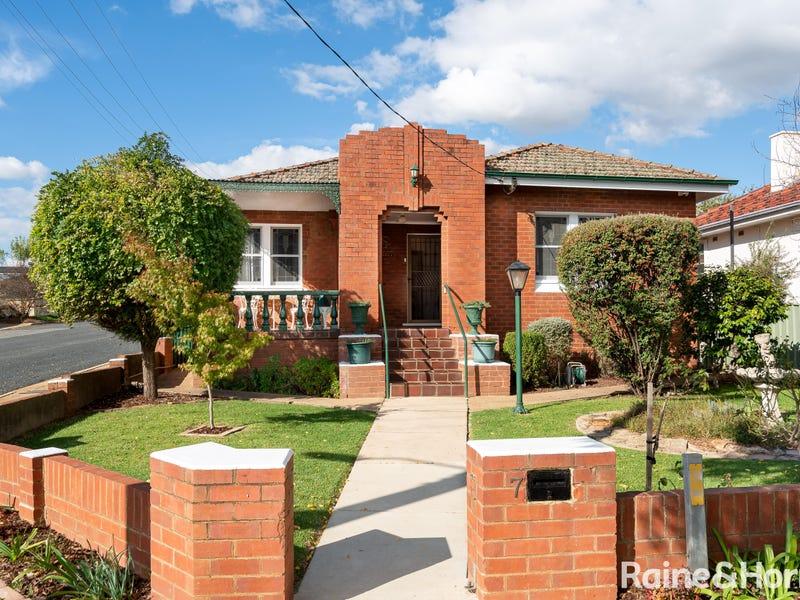 7 Trevor Street, Turvey Park, NSW 2650