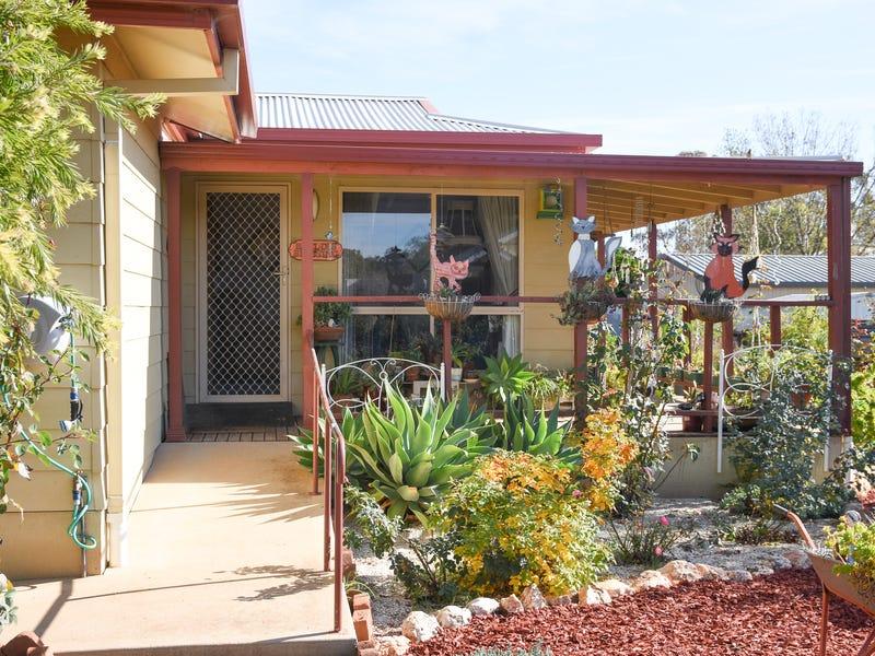 8 JUNEE ROAD, Temora, NSW 2666