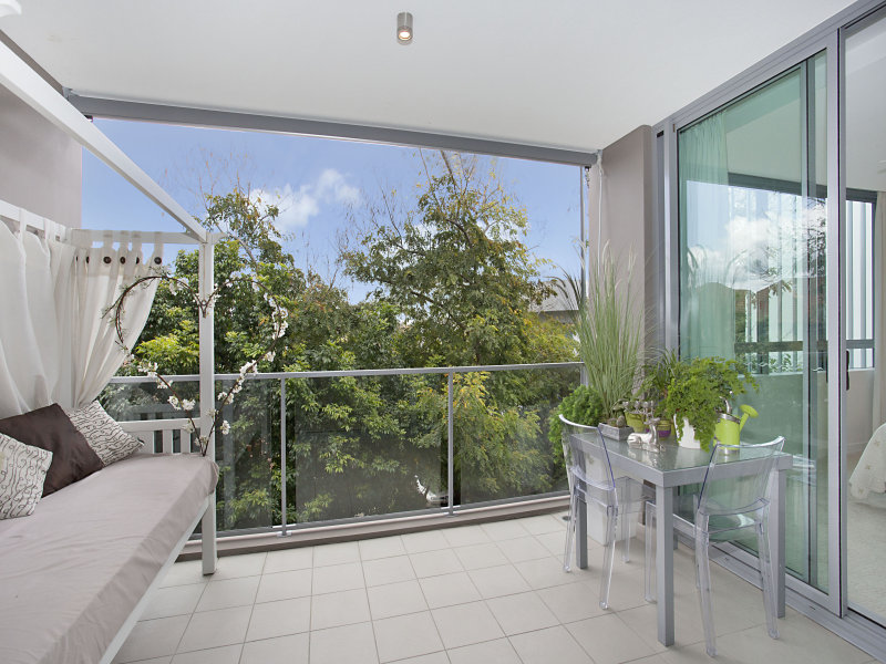 2203 'Freshwater Point' 33 T E Peters Drive, Broadbeach Waters, Qld 4218