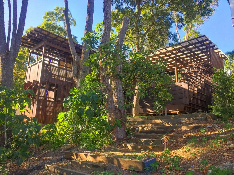 MOONSHINE, 6 Booran Street, Point Lookout, Qld 4183