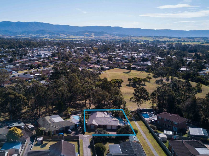 25  Barcoo Circuit, Albion Park, NSW 2527