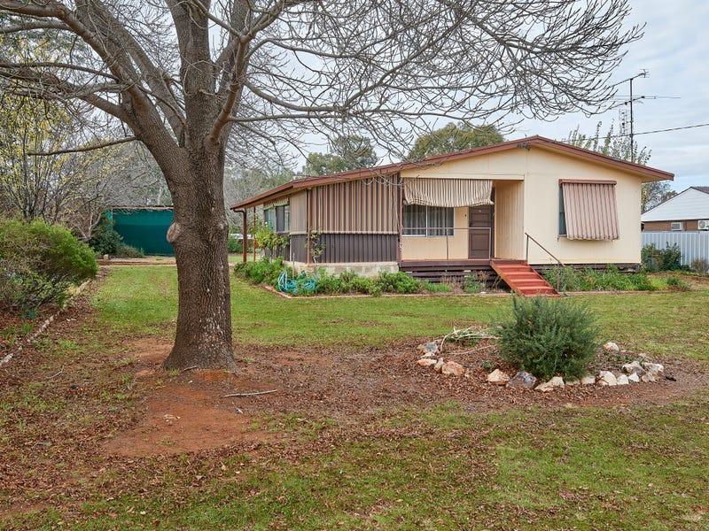 11 Hannah Street, Ganmain, NSW 2702