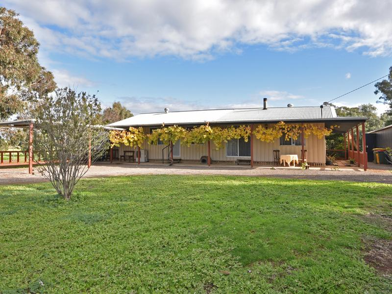112 Playfair Street, Eddington, Vic 3472