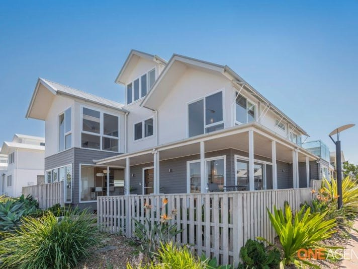 25 Mawson Close, Caves Beach, NSW 2281