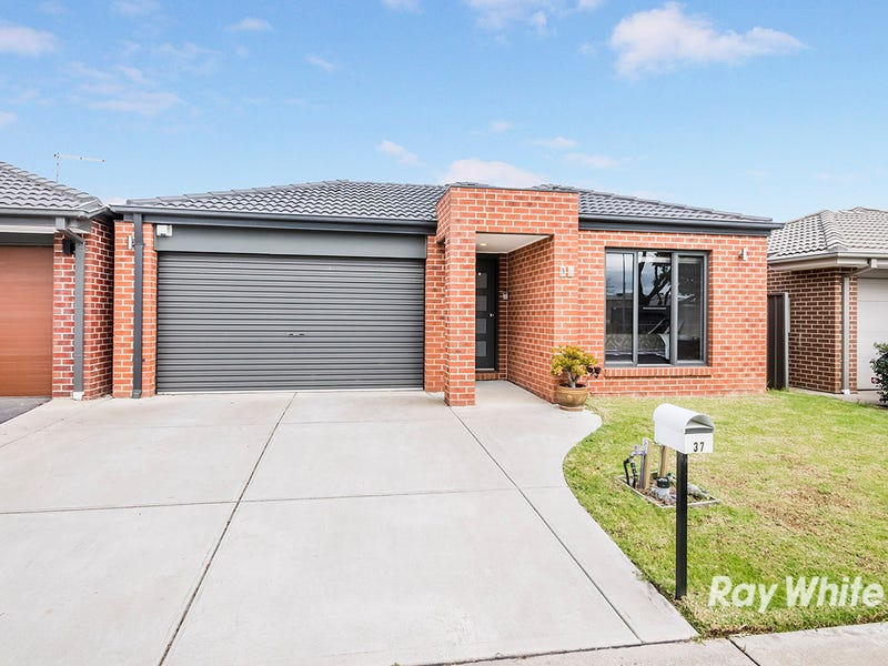 37 Barossa Drive, Clyde North, Vic 3978