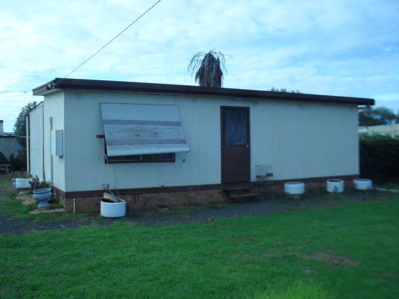10 Beechworth St, Whitton, NSW 2705