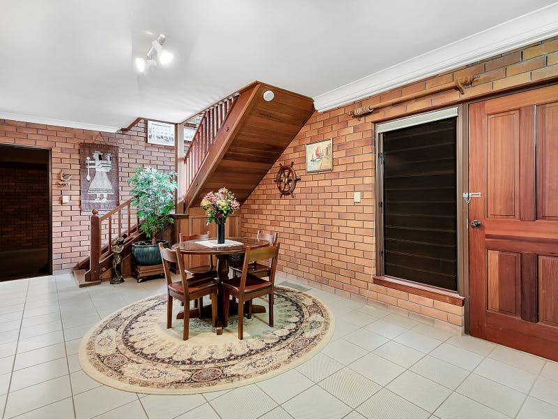 5 Scenic Crescent, Blue Mountain Heights, Qld 4350