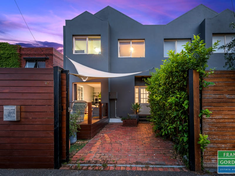 42 Cambridge Street Port Melbourne Vic 3207 Townhouse