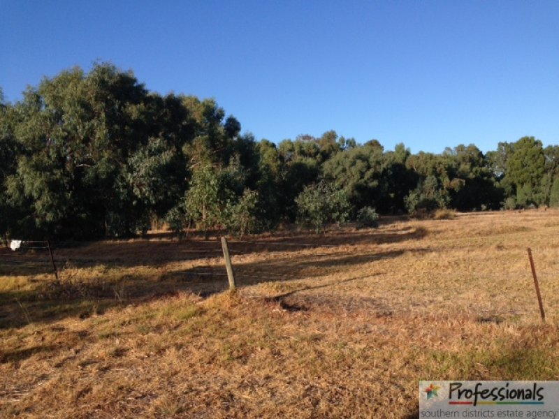 Address available on request, Waroona, WA 6215