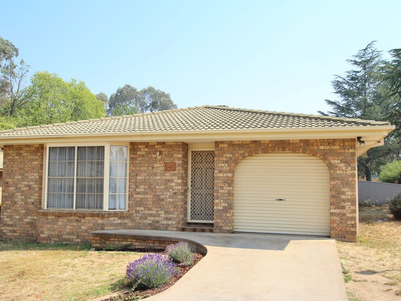 4/10 Blackett Ave, Young, NSW 2594
