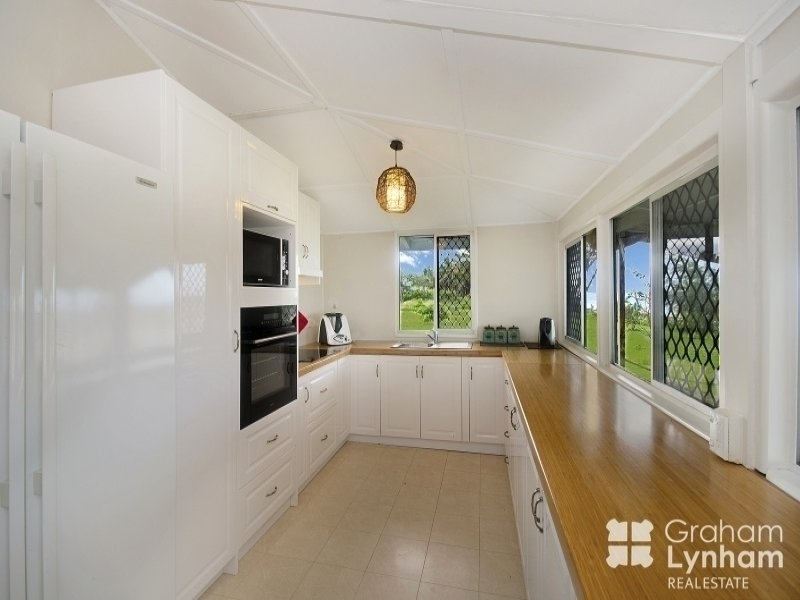 26 Reef Street, Saunders Beach, Qld 4818
