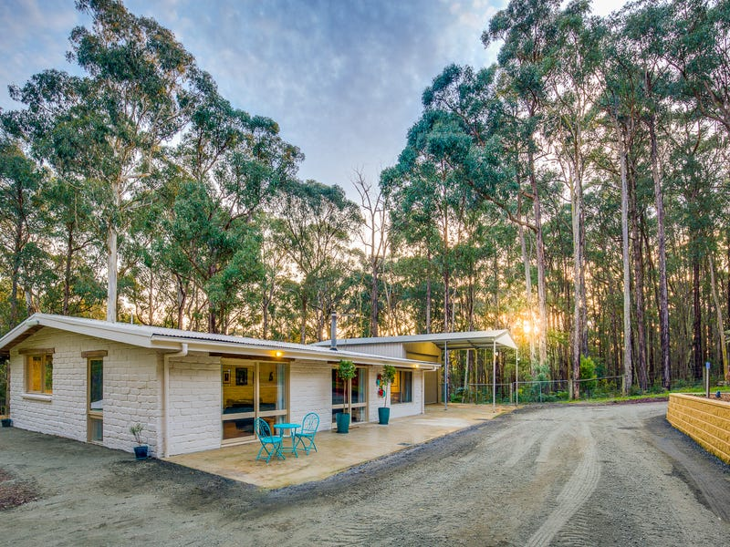 25 Mountain Road, Cockatoo, Vic 3781