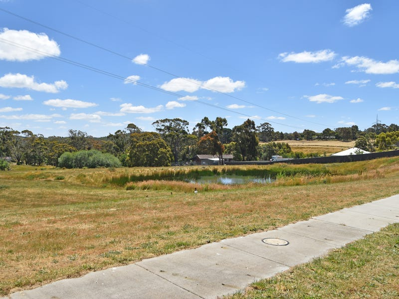 8 (Lot 60) Willowbank Way, Brown Hill