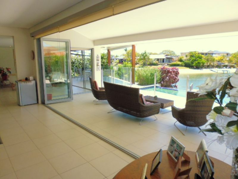 67 Hooker Boulevard, Broadbeach Waters, Qld 4218
