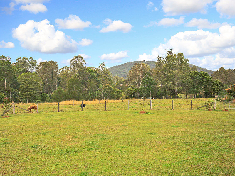 12a Davison Road, Camp Mountain, Qld 4520