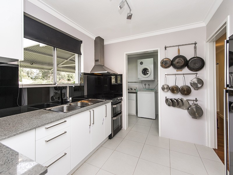 7 Guppy Road, Kalamunda