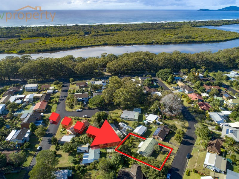 12 Seventeenth Avenue, Stuarts Point, NSW 2441