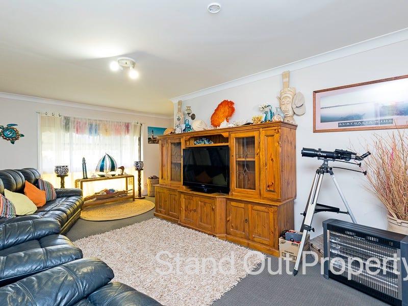 4 Timothy Esplanade, Beachmere, Qld 4510