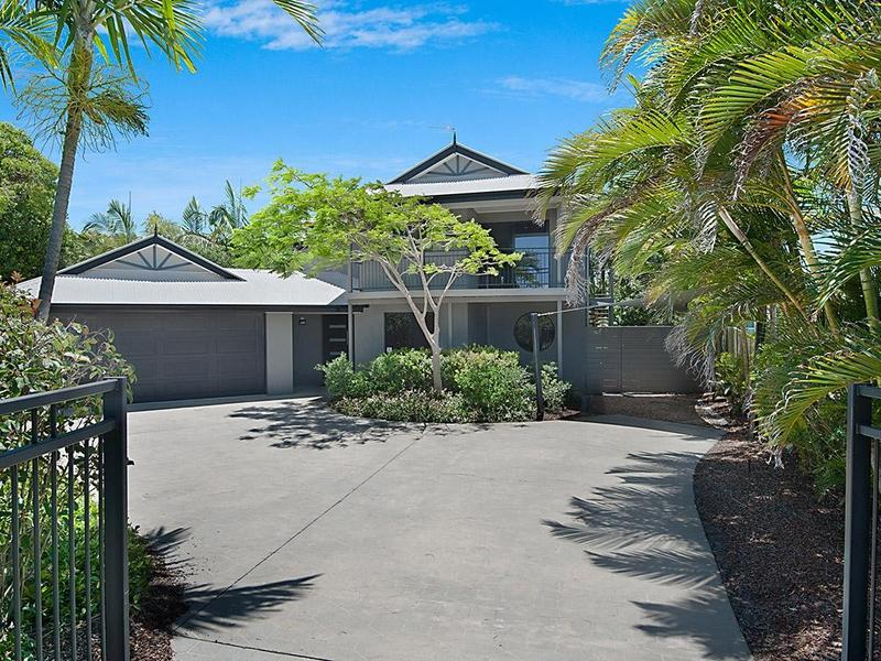 10 Coconut Grove, Castaways Beach, Qld 4567