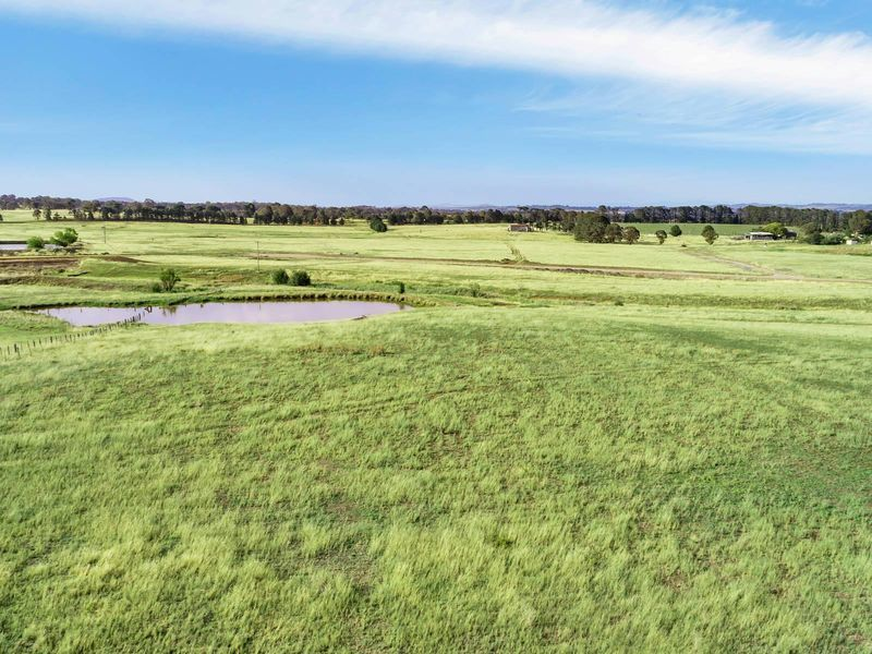 11 Mcleods Creek Drive, Gundaroo, NSW 2620