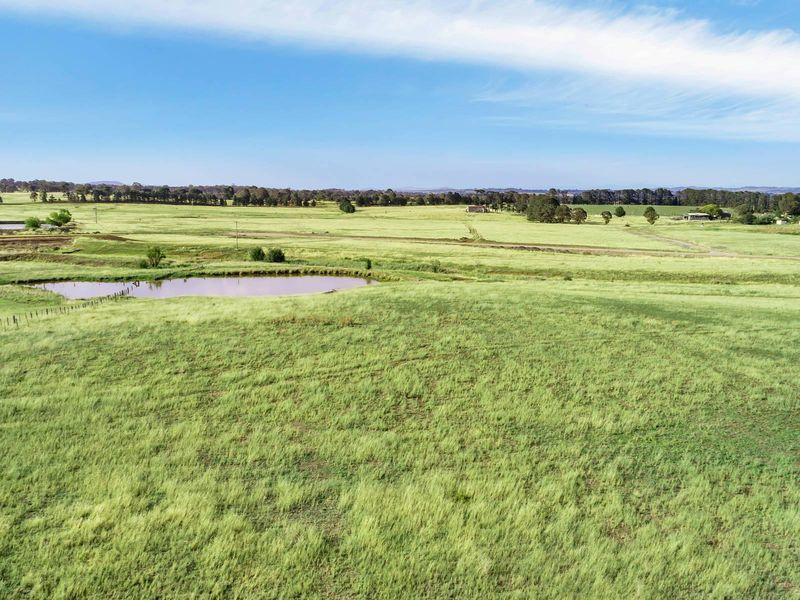 11 Mcleods Creek Drive, Gundaroo, NSW 2620