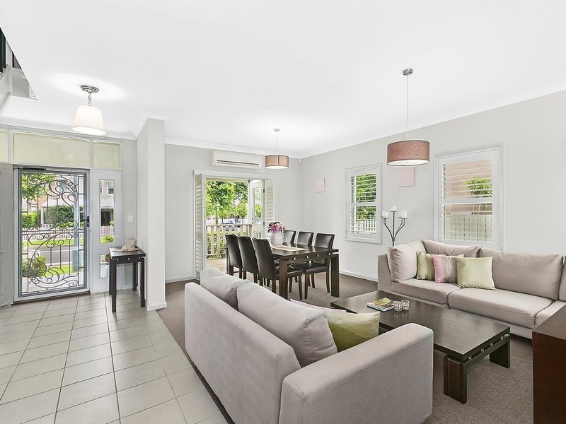 15 Broughton Avenue, Tullimbar, NSW 2527