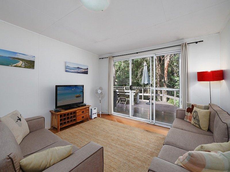42 Pearl Beach Drive, Pearl Beach, NSW 2256