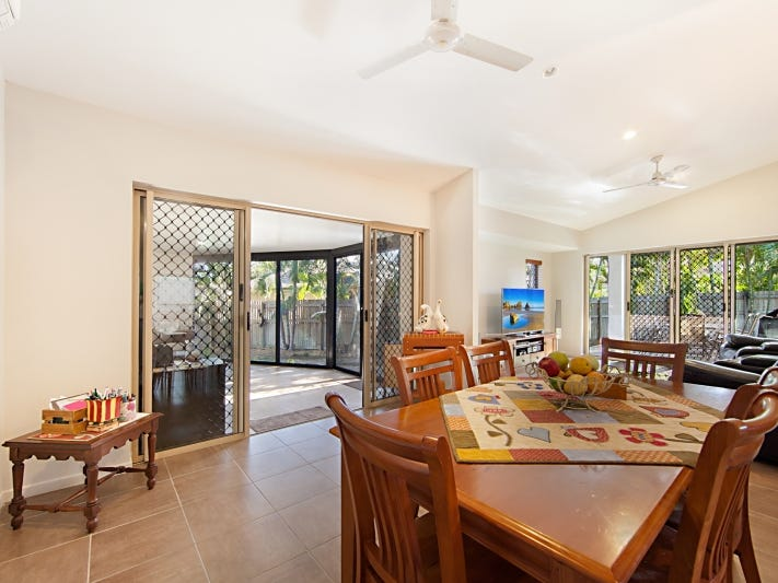 2/18 Coutts Drive, Bushland Beach, Qld 4818