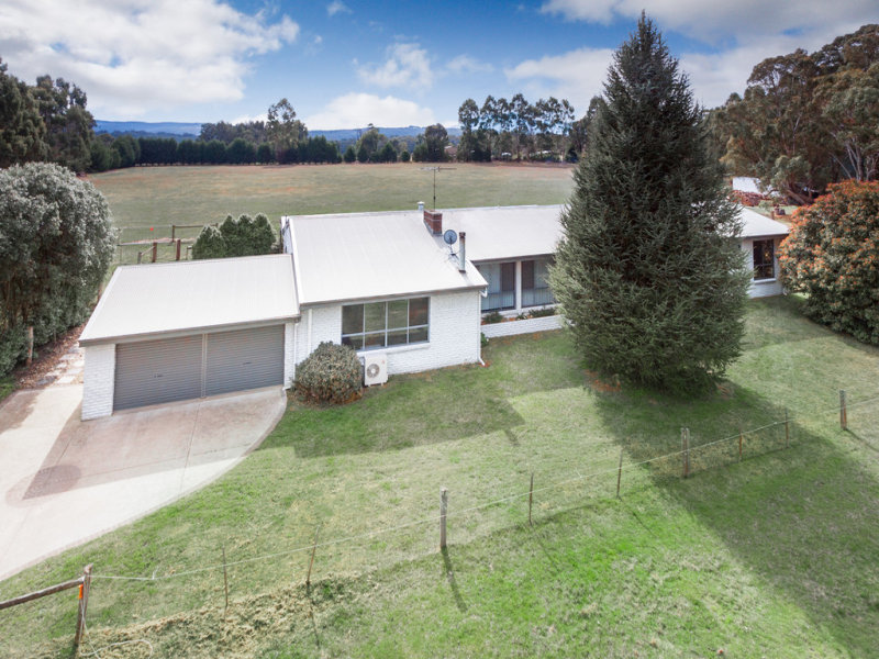 522 Bacchus Marsh Road, Bullengarook, Vic 3437