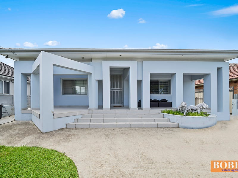 11 Chaseling St, Greenacre, NSW 2190