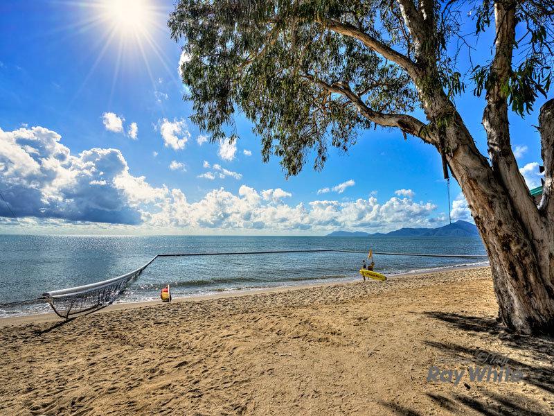 null, Holloways Beach