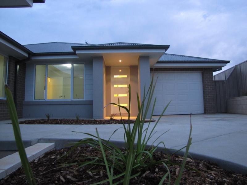 2/12 Murndal Pl, Bourkelands, NSW 2650