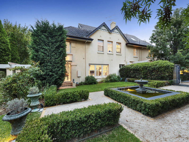 2 Seacombe Grove, Brighton, Vic 3186