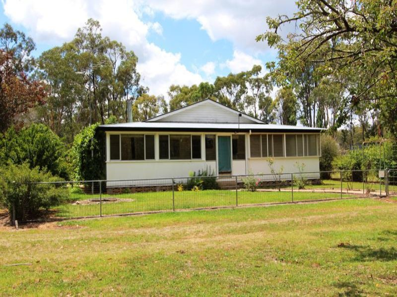 6 Short  Street, Gilgai, NSW 2360