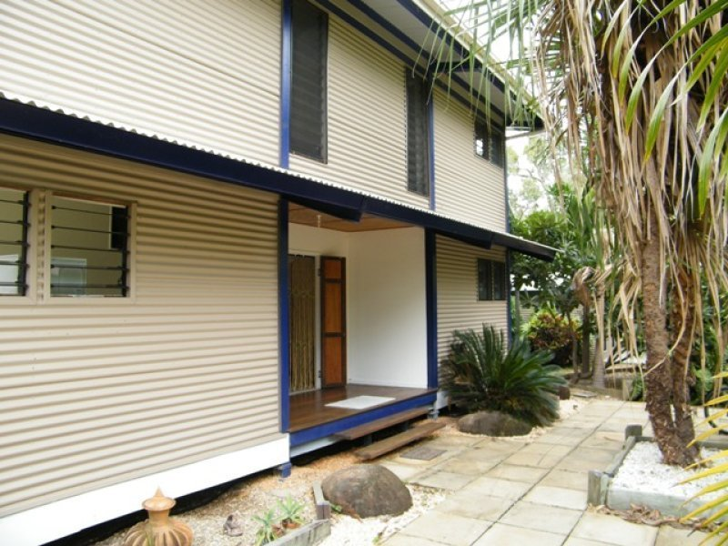 542 Cape Cleveland Road, Cape Cleveland, Qld 4810
